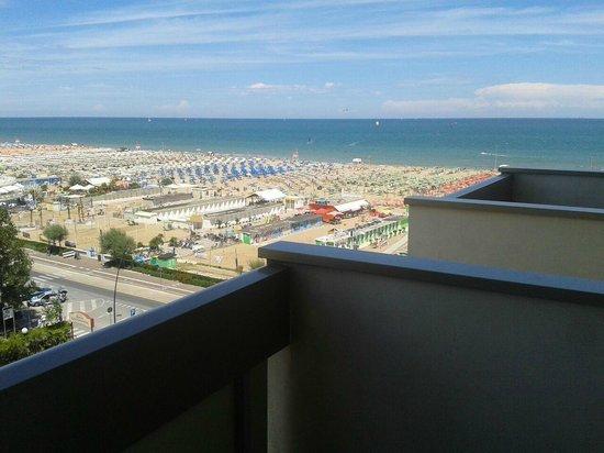 National Hotel : Beach view