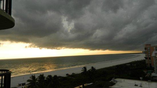 Hilton Marco Island Beach Resort: Outer band of tropical storm Arthur