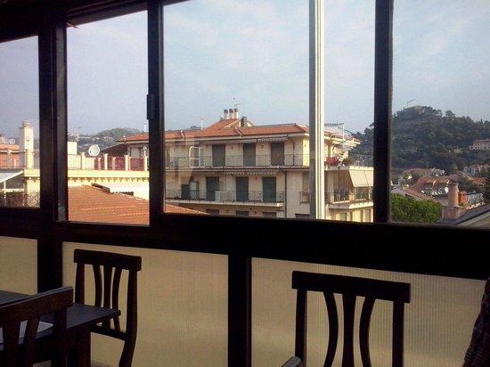 Hotel Duarte: Vista panoramica di Bordighera alta dal ristorante al quinto piano.