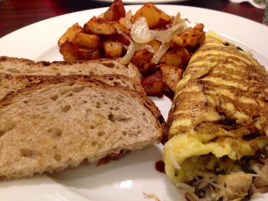 Green Leaf Vegetarian & Vegan Restaurant: Mediterranean omelet  Saturday brunch