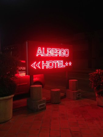Hotel Albergo : Clear sign outside