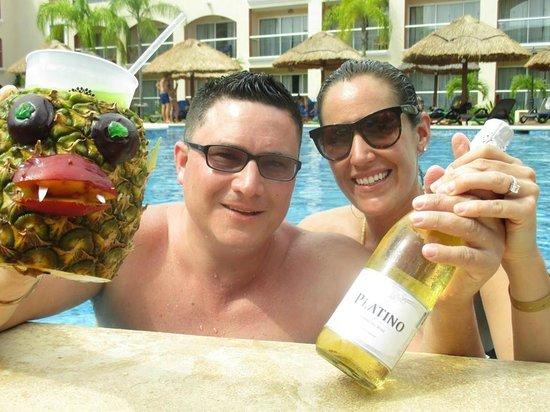Sandos Playacar Beach Resort : Fun day at the pool.