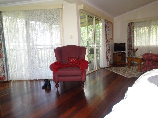 The Falls Montville: Nice & Clean Rooms