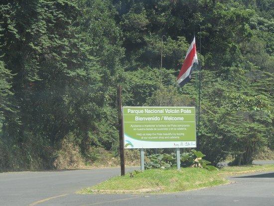 Poas Volcano: Entrada al estacionamiento