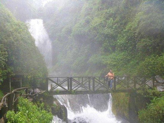 Peguche Waterfall : Encantador