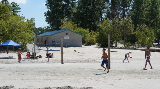 Wasaga Beach Provincial Park : Volleyball nets Beach #1