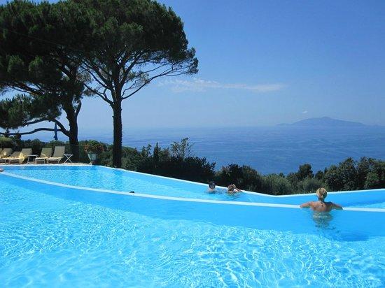 Caesar Augustus Hotel: Infinite Pool