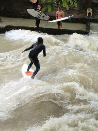 Mike's Bike Tours : Surfing in the Gardens