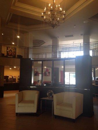 Holiday Inn Express & Suites Naples: Very nice/modern lobby