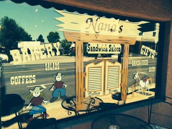 Nana's Sandwich Shoppe: Funky Front Window