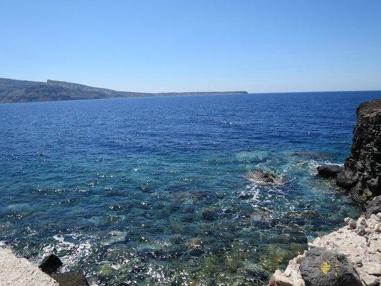 Dimitris Ammoudi Taverna: 海岸のエメラルドグリーンの海!!