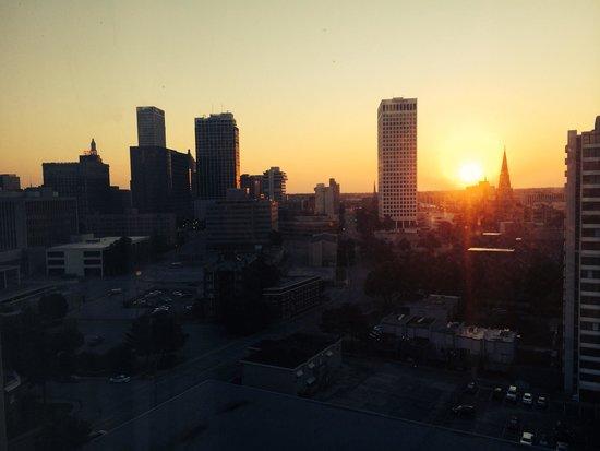 Doubletree Hotel Tulsa-Downtown : Sun rise