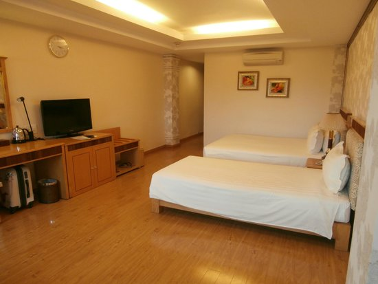 Silverland Central Hotel and Spa: 3rd floor room at front