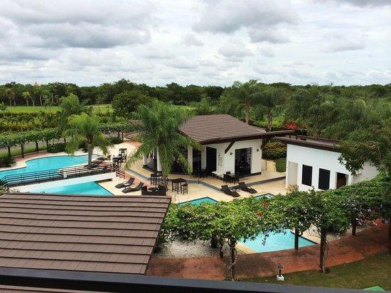 Sybaris Suites & Residences: Vista desde el balcón del apartamento.