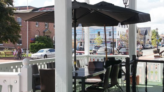 The Shiretown Pub: Outdoor seating