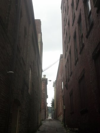 The McLure Hotel & Suites : Historic buildings in narrow alley