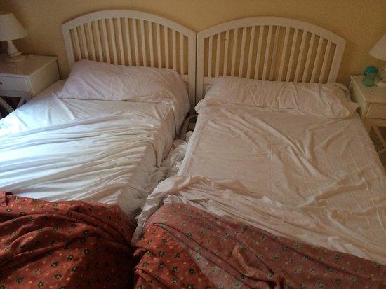 Flamingo Beach Mate: 1950s bed