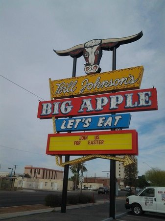 Bill Johnson's Big Apple: Can't miss it!