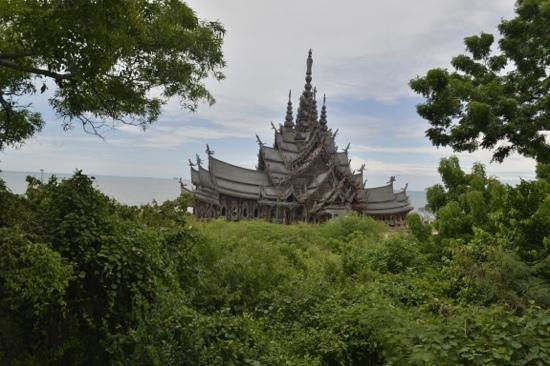 Sanctuary of Truth (Prasat Sut Ja-Tum): view from the cafe
