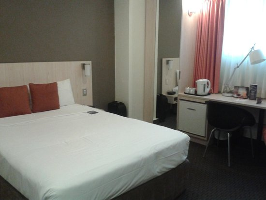 ibis Wellington: Queen sized bed