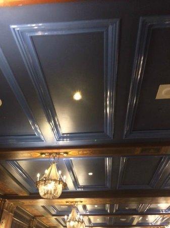 Fairmont Le Chateau Frontenac: un hall principal bleu au plafond une hérésie