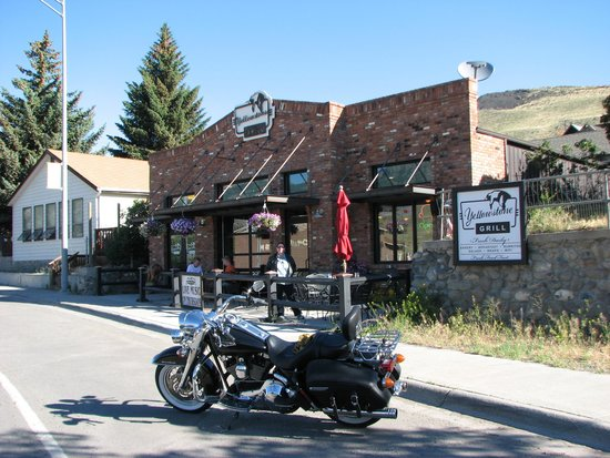 Yellowstone Grill with Oudoor Patio