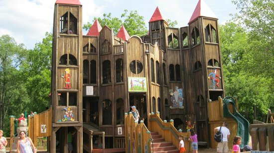 Kids Castle: front of castle
