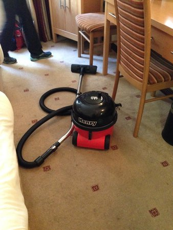 Queens Hotel & Nightclub: Latest amenity in the room -- a left-behind vacuum