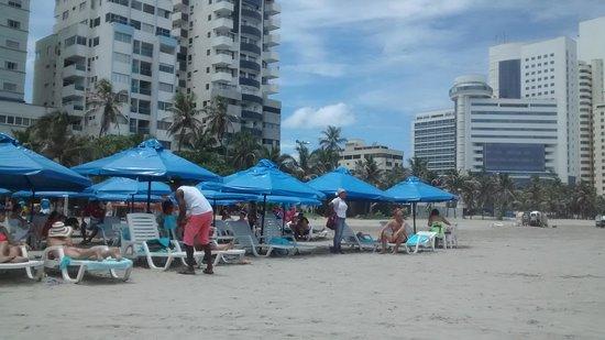 Hotel Cartagena Plaza : Praia em frente ao hotel.