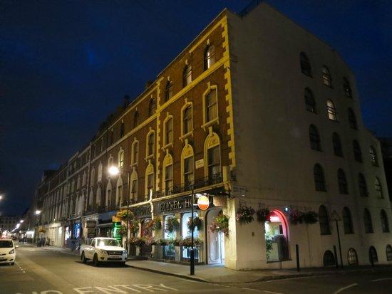 Elysee Hotel at night