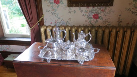 Queen Anne Inn: beautiful china set
