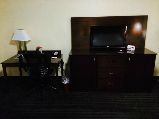 Country Inn & Suites By Carlson, Cookeville : Nice modern furnishings.  There is a recliner to the right (not visible in photo)