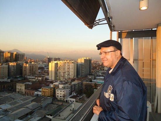 Gen Rooms: Vista do 17 andar, podemos apreciar parte da cidade e da cordilheira. Muito lindo.