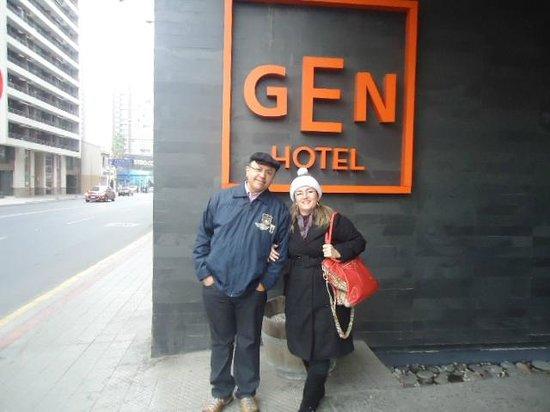 Gen Rooms: Entrada do hotel.