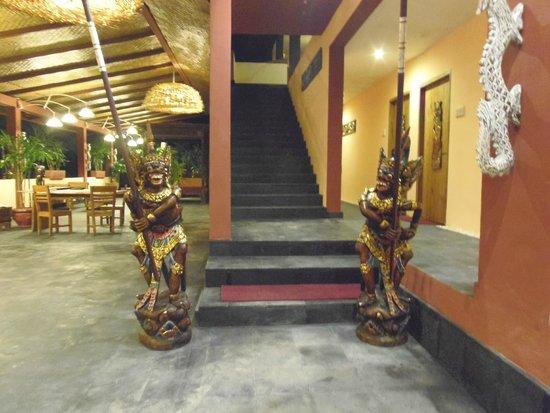 Kupu Kupu Barong Villas and Tree Spa : หน้าห้องพัก ทางขึ้นไปชั้น 2