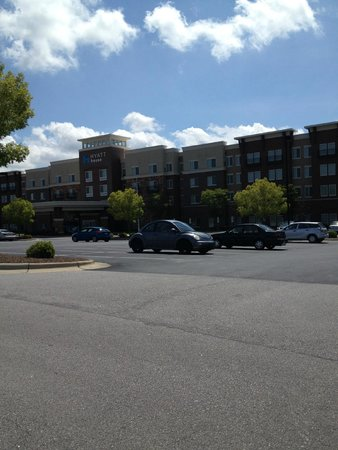 HYATT house Raleigh Durham Airport: Front of the Hotel