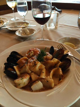 Sunset Grill Incorporated: Seafood Cioppino - Lots of seafood with homemade pasta!