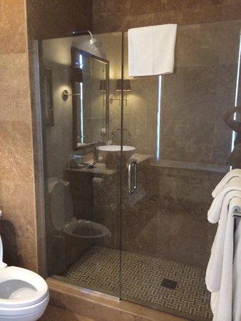 The US Grant : Nice tile shower