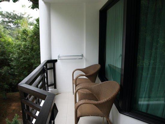 Bintan Lagoon Resort : outside balcony