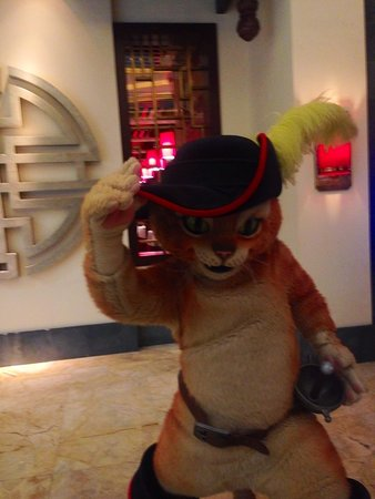 DreamWorks Experience at Cotai Strip Resorts: Puss in Boots at the Cotai Shoppes