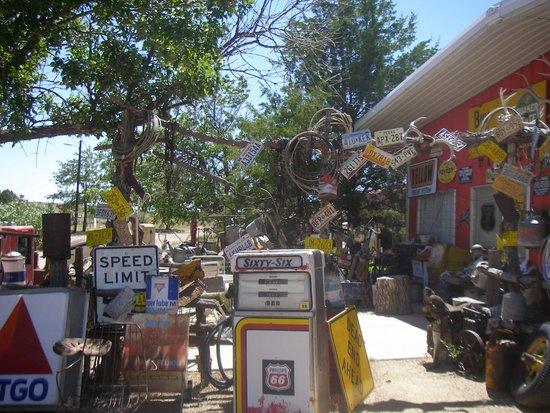 Tucumcari Trading Post: Outside