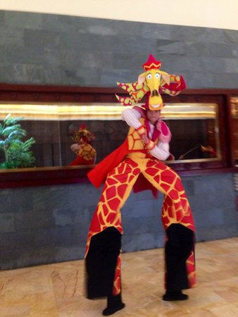 DreamWorks Experience at Cotai Strip Resorts: The Giraffe from Madagascar!