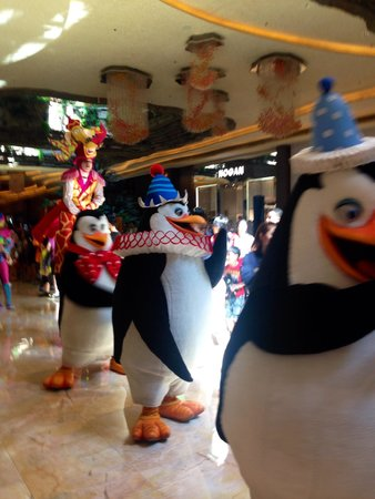 DreamWorks Experience at Cotai Strip Resorts: Dreamworks cast on parade at 3pm daily