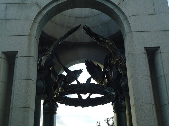 National World War II Memorial: Entrance of the monument, elaborately done.