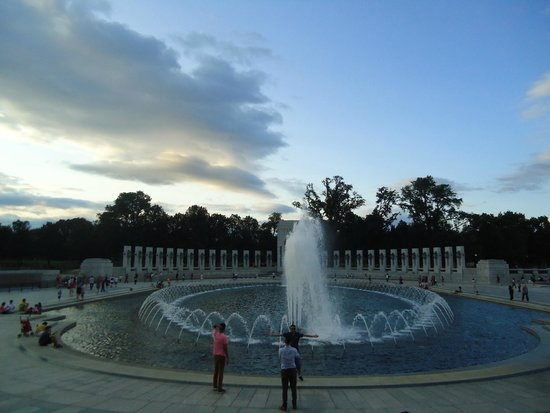 National World War II Memorial : Fountains add to the beauty of the place.