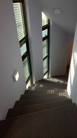 Uniqstay Hostel & Suite: Emergency exit staircase