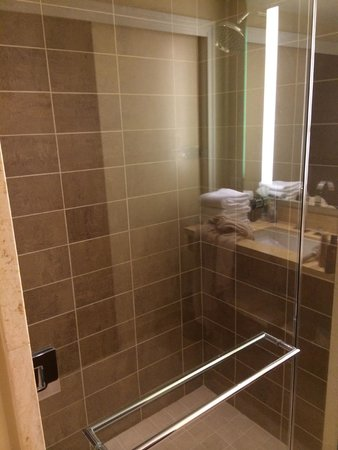 The Fox Tower at Foxwoods: Bathroom