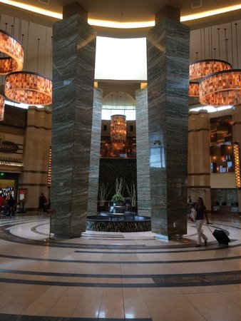 The Fox Tower at Foxwoods: Beautiful lobby