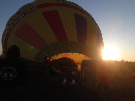 Barossa Balloon Adventures: Early start balloon getting inflated