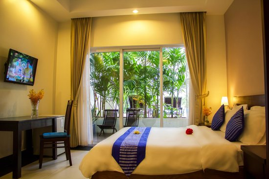 Skyline Boutique Hotel: Deluxe King Room with Pool View